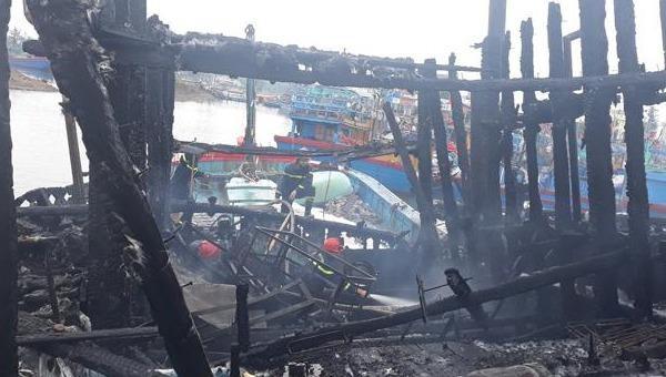 Cháy tàu cá lúc rạng sáng, thiệt hại hơn 3,5 tỷ đồng