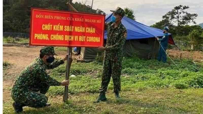 Hình ảnh xúc động, những người lính biên phòng cắm chốt chống dịch 24/24 trong tiết trời giá buốt.