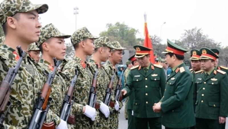 Thượng tướng Phan Văn Giang kiểm tra công tác sẵn sàng chiến đấu tại Bộ Tư lệnh Thủ đô Hà Nội.