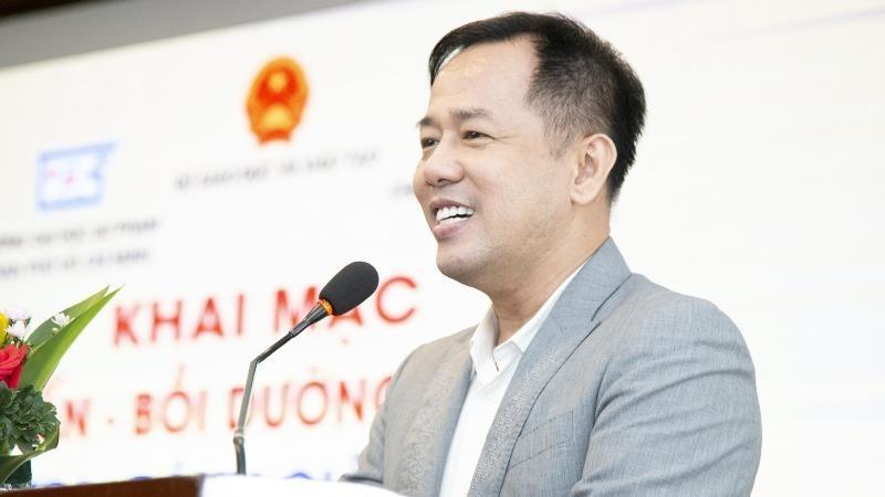 GS.TS. Huỳnh Văn Sơn.