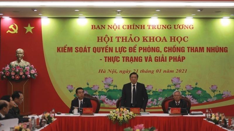 Trưởng ban Nội chính Trung ương Phan Đình Trạc chủ trì hội thảo.