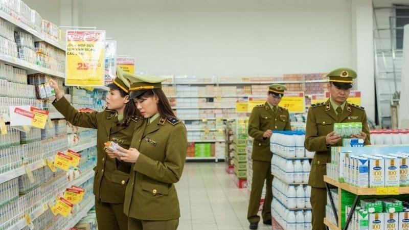 Lực lượng Quản lý thị trường kiểm tra hàng hóa dịp Tết Nguyên đán Tân Sửu.