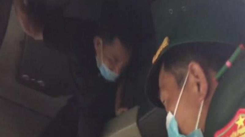 Nguyễn Văn Hiền trốn trên trần cabin xe tải nhằm trốn cách ly y tế.