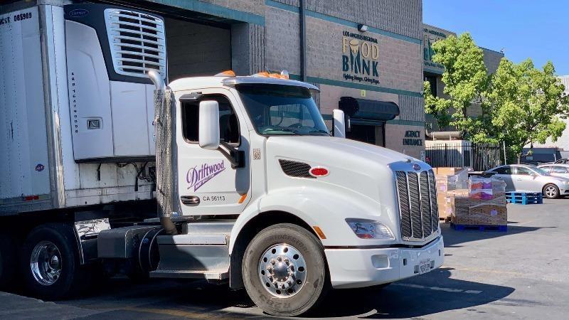 Nhà máy sữa tại Mỹ của Vinamilk hưởng ứng chiến dịch ủng hộ sữa cho người dân gặp khó khăn trong đại dịch Covid-19