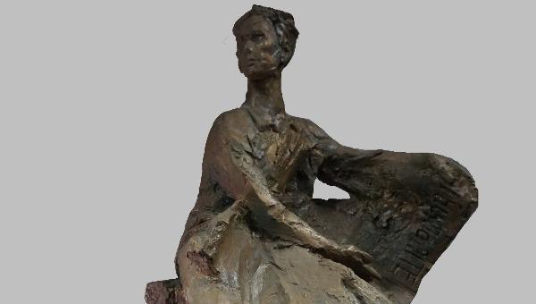 Tác phẩm Bác Hồ tìm đường cứu nước của nhà điêu khắc Diệp Minh Châu.