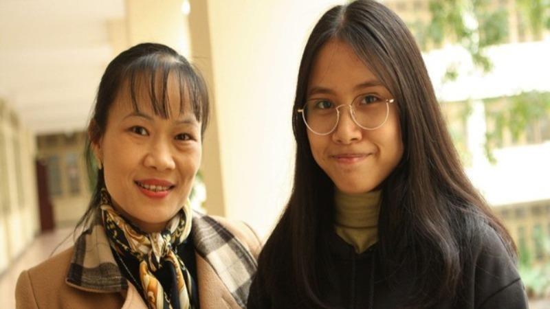 Cô giáo Vũ Thị Hạnh và học trò Nguyễn Thị Thu Nga.