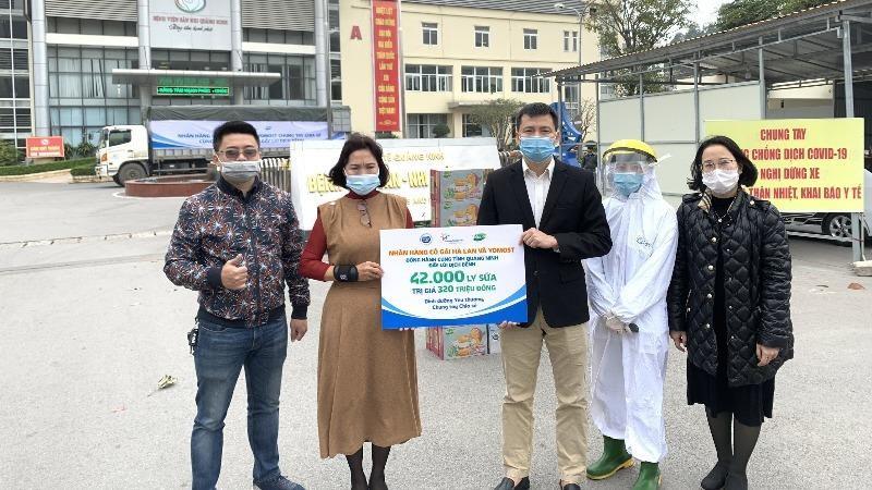 Ấm áp Quảng Ninh: Sữa Cô Gái Hà Lan và Yomost tiên phong trợ lực cho y bác sĩ tuyến đầu chống dịch