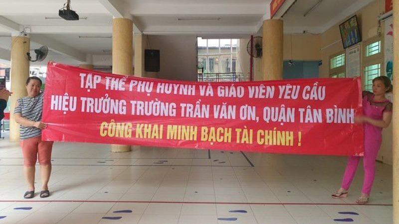 Giáng chức hiệu trưởng trường Trần Văn Ơn
