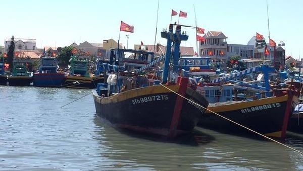 Tàu cá gặp nạn, 2 người được tìm thấy trong tình trạng hoảng loạn, 3 thuyền viên tử vong