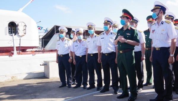 Thượng tướng Phan Văn Giang (thứ 2 từ phải sang) trong một lần kiểm tra công tác sẵn sàng chiến đấu Lữ đoàn 171.
