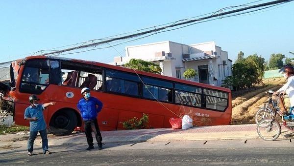 Tin giao thông đến sáng 21/2: Va chạm với ô tô hai người phụ nữ tử vong