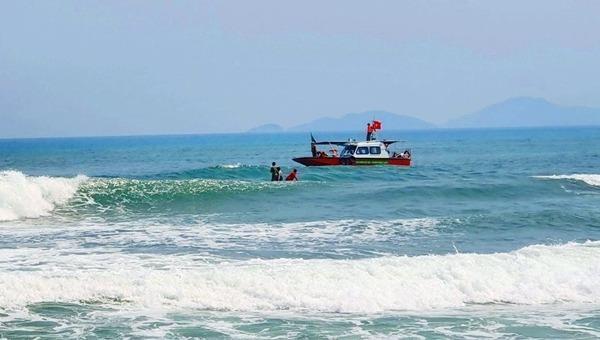 Nhóm học sinh lớp 6 đi biển gặp nạn, 1 em bị đuối nước tử vong