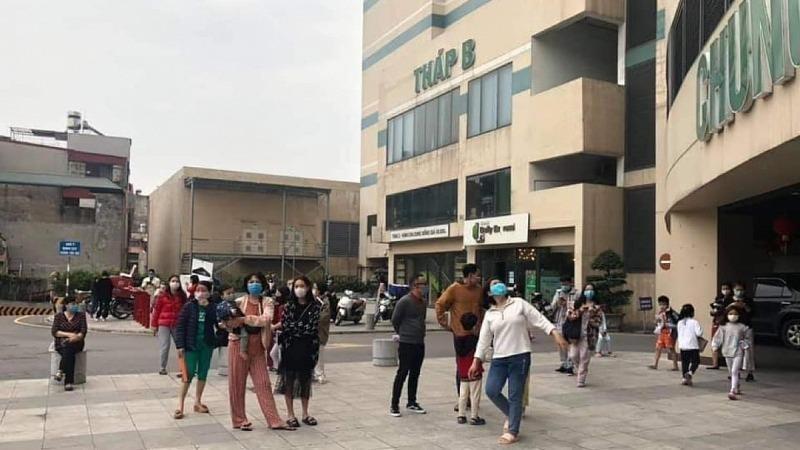 Cháy chung cư Mipec Long Biên, nhiều người hoảng loạn tháo chạy