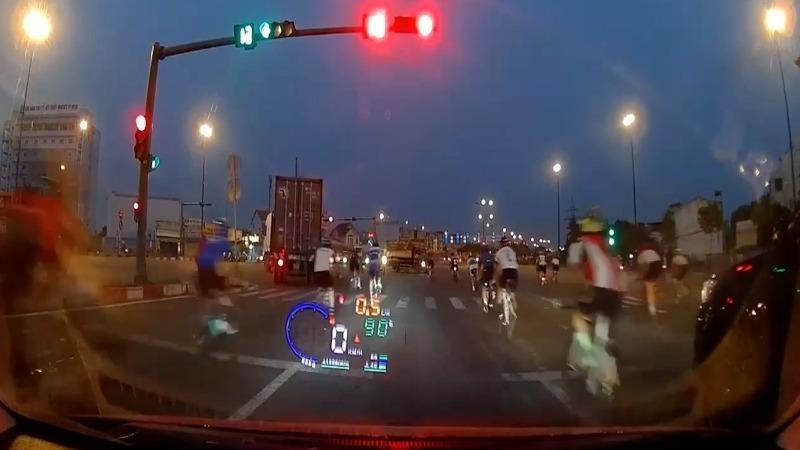 Đạp xe tập thể dục thế nào để đảm bảo an toàn giao thông?