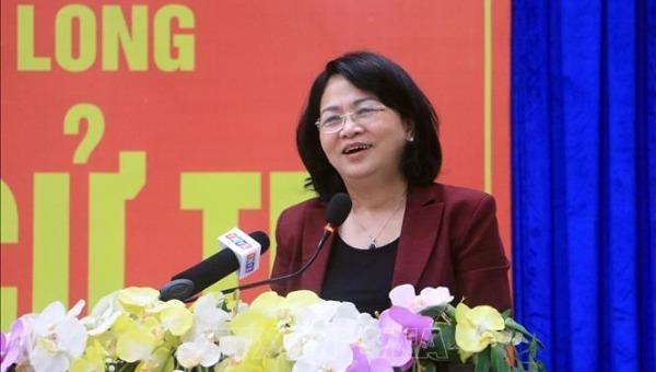 Phó Chủ tịch nước tiếp xúc cử tri Vĩnh Long