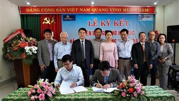 Lễ ký kết biên bản ghi nhớ hợp tác đầu tư dự án.