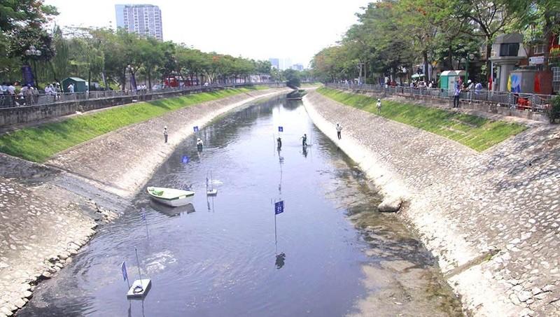 Xử lý ô nhiễm tại sông Tô Lịch vẫn là bài toán khó.