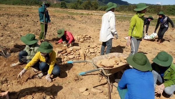 Khu tái định cư A Lưới, Thừa Thiên - Huế: Tìm phương án cấp đổi đất sản xuất cho người dân