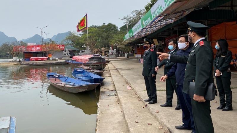 Kiểm tra công tác bảo đảm phòng, chống dịch bệnh tại chùa Hương.