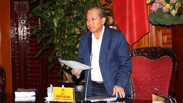 Phó Thủ tướng Thường trực Chính phủ Trương Hòa Bình phát biểu tại cuộc họp.
