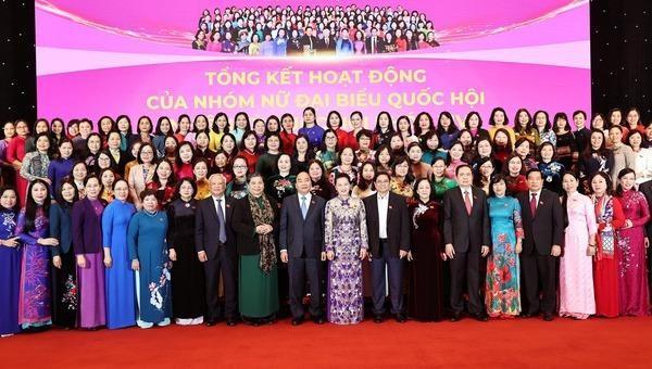 Chủ tịch Quốc hội Nguyễn Thị Kim Ngân, Thủ tướng Nguyễn Xuân Phúc với các đại biểu. Ảnh: TTXVN.