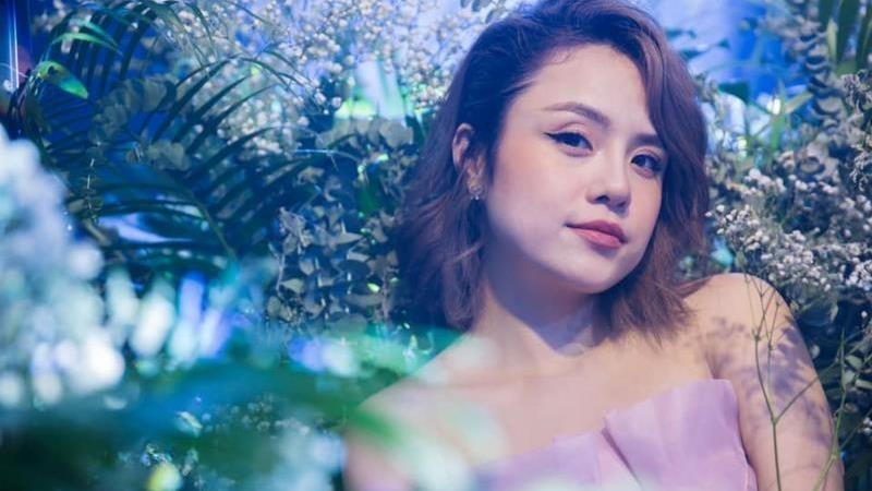 Thái Trinh đã lên tiếng tố cáo một nhân viên trong ekip tổ chức chương trình truyền hình đã quấy rối cô bằng ngôn ngữ.
