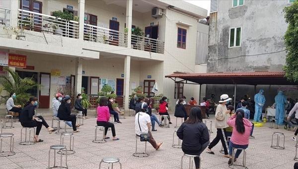 Người dân khai báo y tế tại Lương Tài, Bắc Ninh.