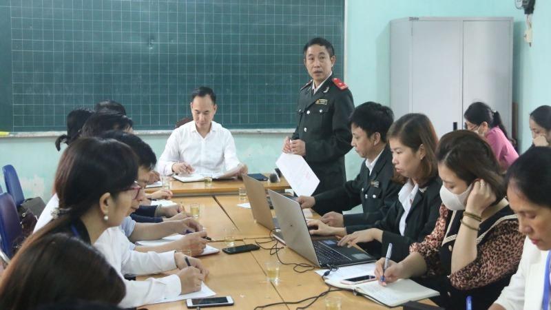 Ông Nguyễn Đức Uy, Chánh Thanh tra huyện Quốc Oai đã công bố quyết định thanh tra liên ngành liên quan. Ảnh Báo tin tức.
