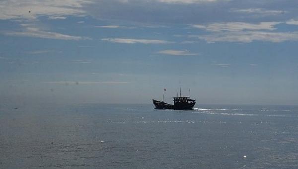 Ngư dân Quảng Bình khai thác hải sản trên biển.