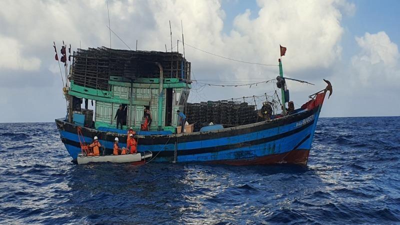Kịp thời cứu thuyền viên bị tai nạn lao động trên biển