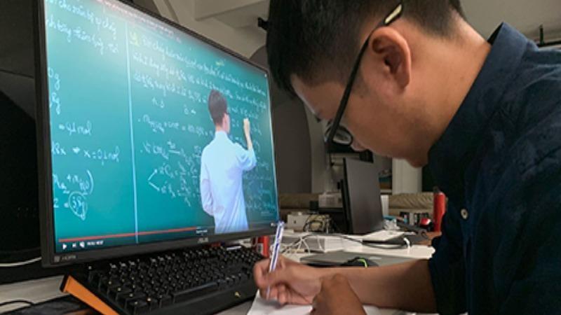 Loạt trường đại học cho sinh viên học trực tuyến chống dịch