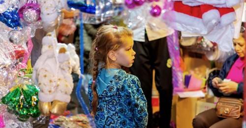 Em bé người nước ngoài sẽ có một Giáng sinh đáng nhớ tại Hà Nội (Ảnh:Trần Tiến Trung)