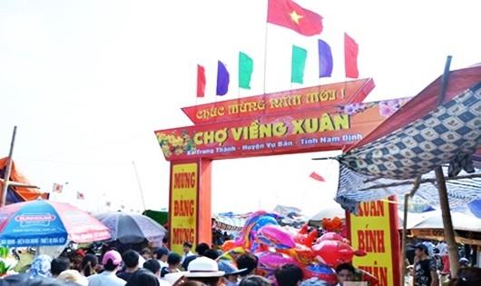 Chợ Viềng chính thức khai mạc vào mùng 8 tháng Giêng (Ảnh: Q.Minh)