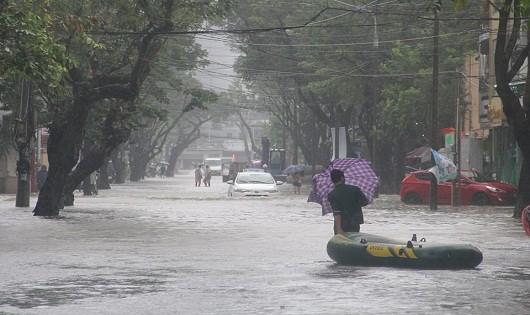 Một số tuyến đường tại thành phố Huế bị ngập sâu (ảnh T.N)