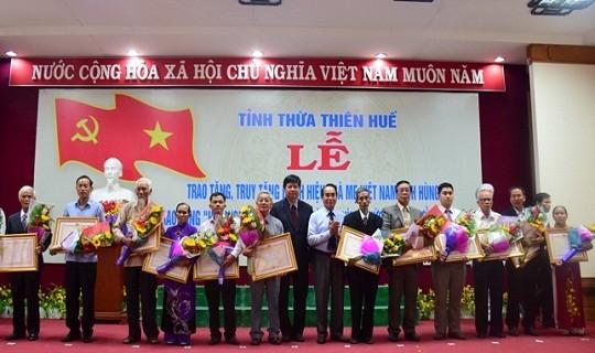 Thừa quyền Chủ tịch nước, UBND tỉnh tổ chức lễ trao tặng và truy tặng danh hiệu vinh dự nhà nước cho 21 Mẹ Việt Nam Anh hùng (ảnh CTTĐT)
