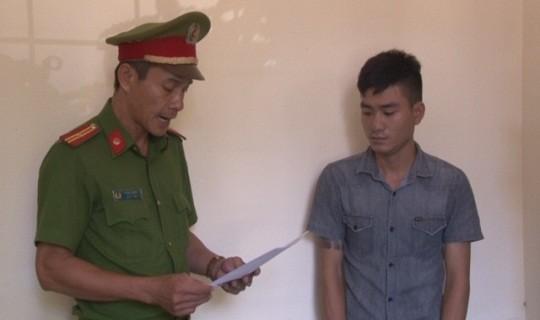Cơ quan Công an đọc lệnh bắt giữ đối với đối tượng Lê Hoài Lộc