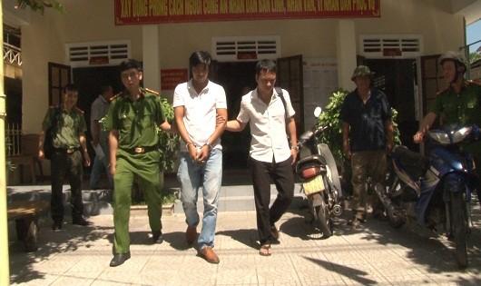 Đối tượng Nguyễn Văn Phú bị cơ quan công an bắt giữ