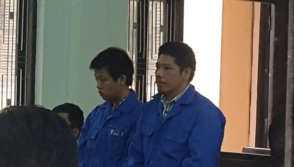 Các bị cáo Lý Trực Đỉnh (bên phải) và Hồ Ngọc Đức Tài tại phiên tòa sơ thẩm