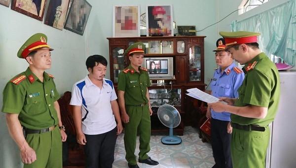 Cơ quan CSĐT Công an Thừa Thiên - Huế đọc lệnh bắt giữ ông Nguyễn Xuân Hợp