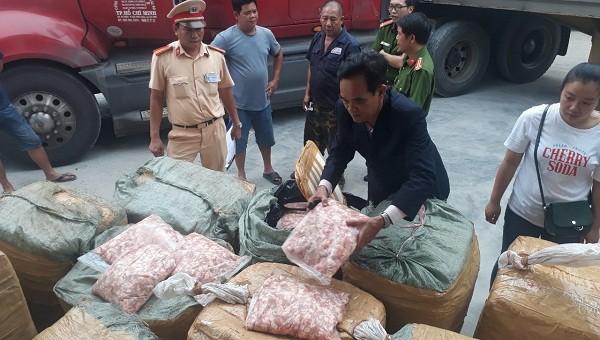 1,5 tấn sụn gà bị bắt giữ   khi chạy từ Lào về Đà Nẵng để tiêu thụ