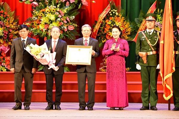 Chủ tịch Quốc hội Nguyễn Thị Kim Ngân trao Huân chương Độc lập hạng Nhất  cho tỉnh TT- Huế