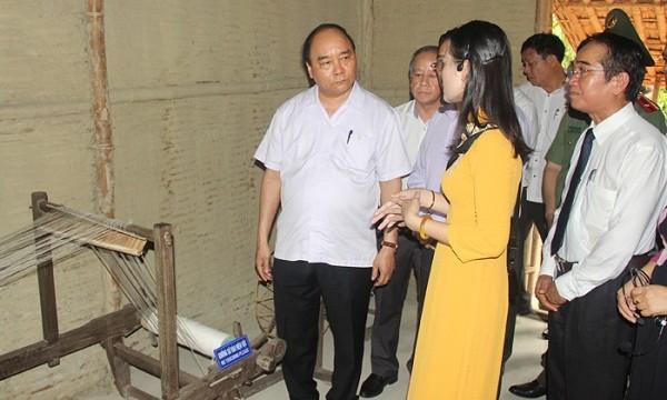 Thủ tướng Chính phủ Nguyễn Xuân Phúc thăm nhà lưu niệm Chủ tịch Hồ Chí Minh tại số 158 Mai Thúc Loan, thành phố Huế (ảnh Ng. Minh)