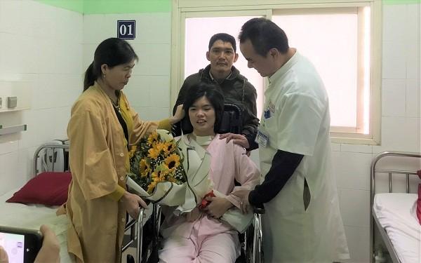 """Cô gái bệnh viện """"trả về"""" được cứu sống kỳ diệu"""