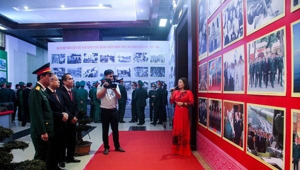 Triển lãm hàng trăm hình ảnh, hiện vật về quân đội tại Huế