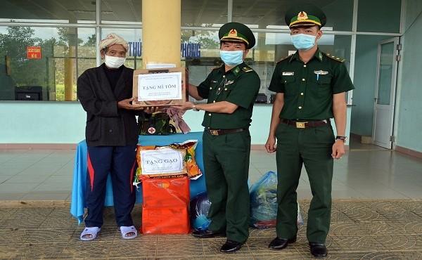 Cứu chữa kịp thời một công dân Lào