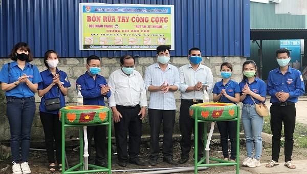 Tái chế lốp xe làm bồn rửa tay cho người dân chống dịch COVID-19