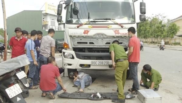 Điều khiển ô tô tải gây tai nạn rồi bỏ trốn