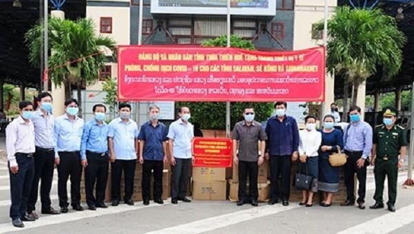Thừa Thiên Huế hỗ trợ Lào vật tư và trang thiết bị y tế phòng chống dịch Covid-19
