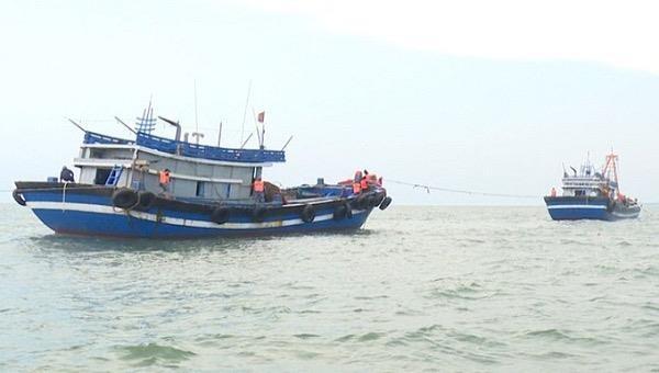 Bắt hai tàu giã cào khai thác thủy sản trái phép ở Thừa Thiên Huế