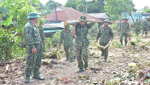 Lực lượng quân đội tham gia dọn dẹp vệ sinh tại khu vực Thượng Thành